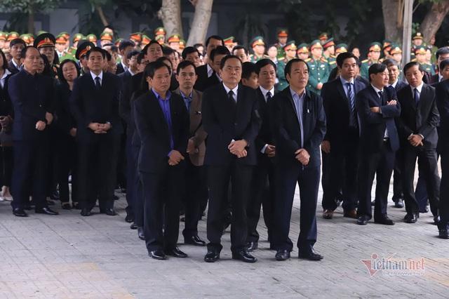 Người dân thôn Hoành đến viếng 3 chiến sĩ hy sinh tại Đồng Tâm - Ảnh 6.