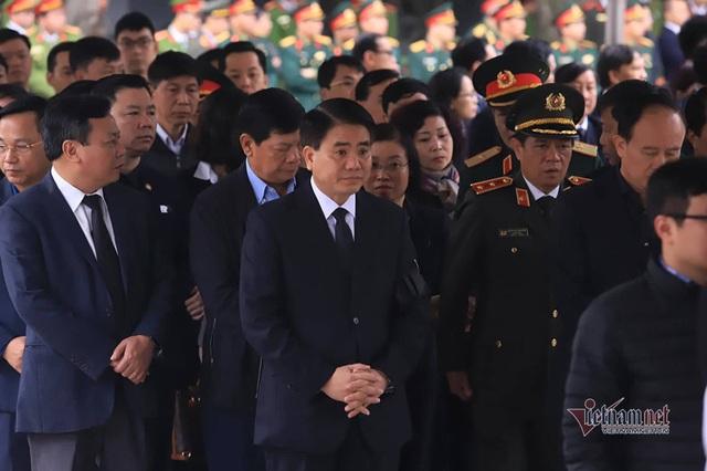 Người dân thôn Hoành đến viếng 3 chiến sĩ hy sinh tại Đồng Tâm - Ảnh 7.