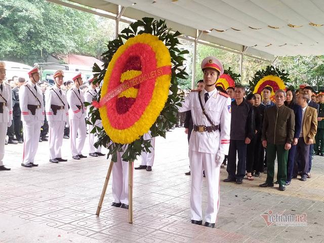 Người dân thôn Hoành đến viếng 3 chiến sĩ hy sinh tại Đồng Tâm - Ảnh 10.