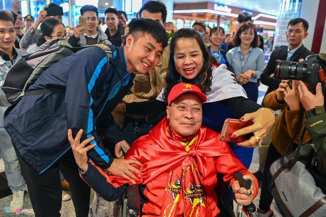 U23 Việt Nam được người hâm mộ chào đón sau thất bại - Ảnh 1.