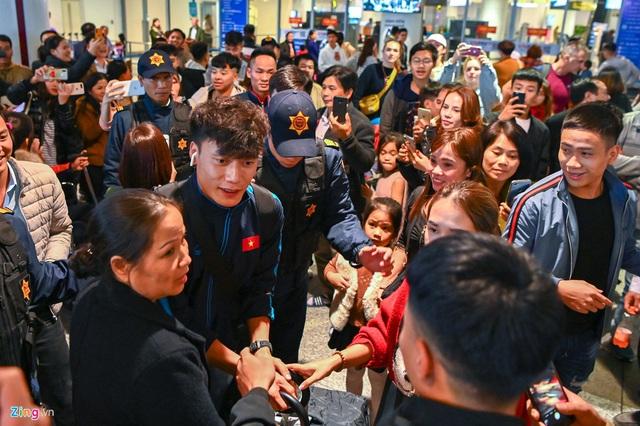 U23 Việt Nam được người hâm mộ chào đón sau thất bại - Ảnh 7.