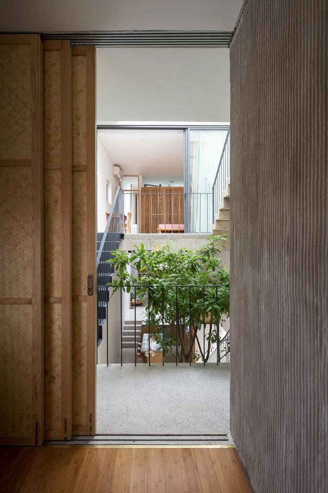 Ngôi nhà với thiết kế 2 lớp mặt tiền chống khói bụi ở Hà Nội - Ảnh 13.