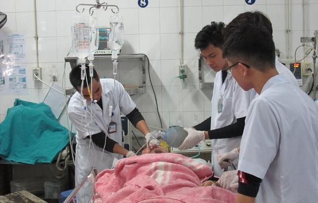 Nhân trường hợp nam sinh học chế pháo trên Youtube phải nhập viện, bác sĩ cấp cứu mách cách xử lý kịp thời khi bị tai nạn do pháo nổ - Ảnh 2.