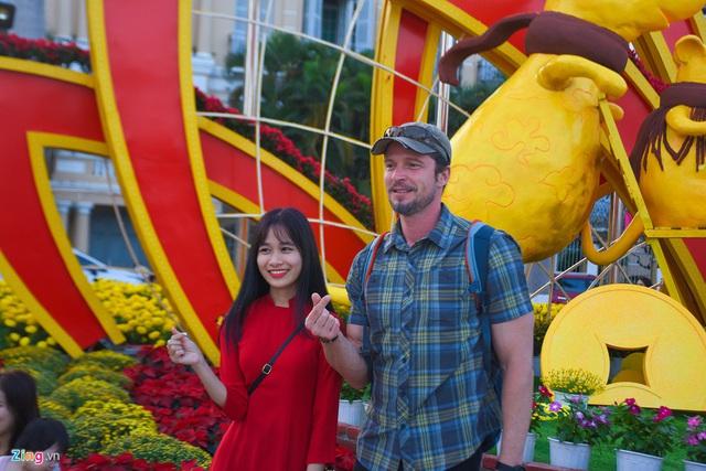 Ngắm đường hoa hơn 6 tỷ ở Đà Nẵng - Ảnh 11.