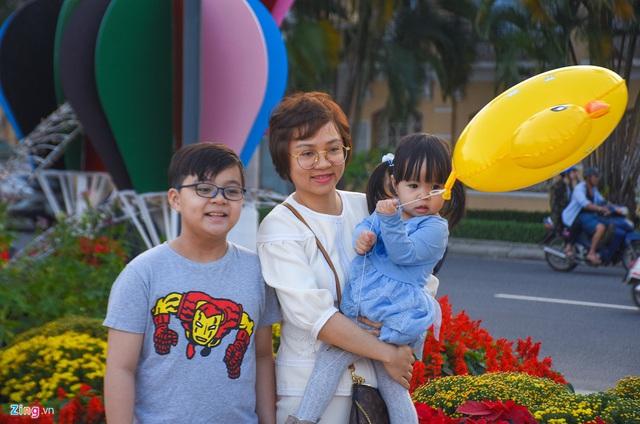 Ngắm đường hoa hơn 6 tỷ ở Đà Nẵng - Ảnh 7.