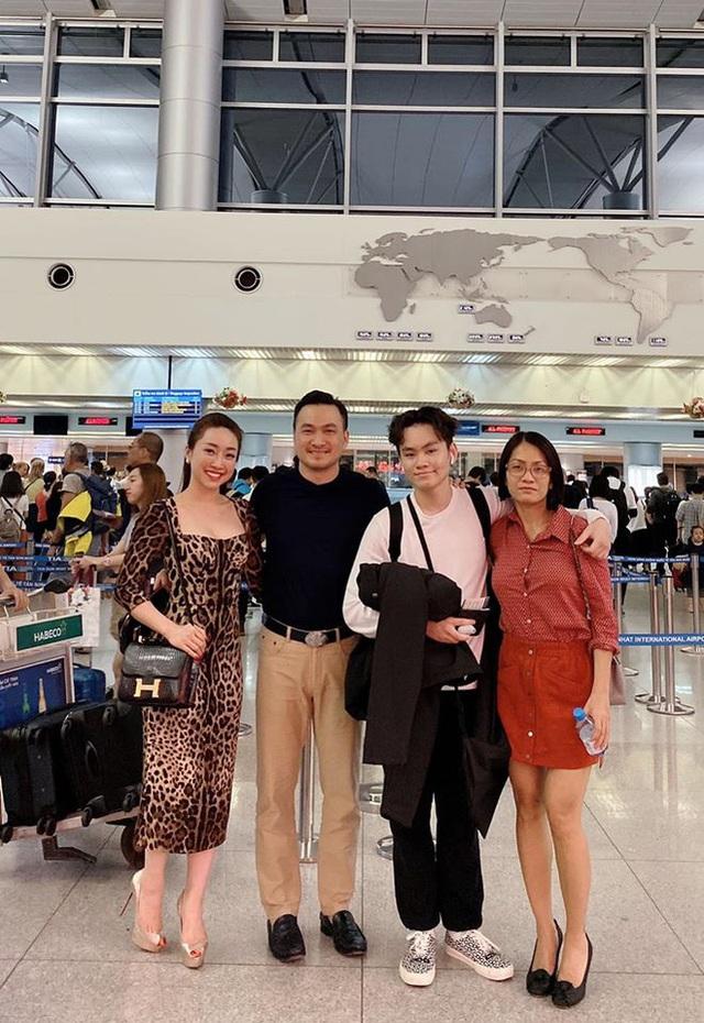 Chi Bảo đi ăn cùng vợ cũ và bạn gái mới - Ảnh 2.