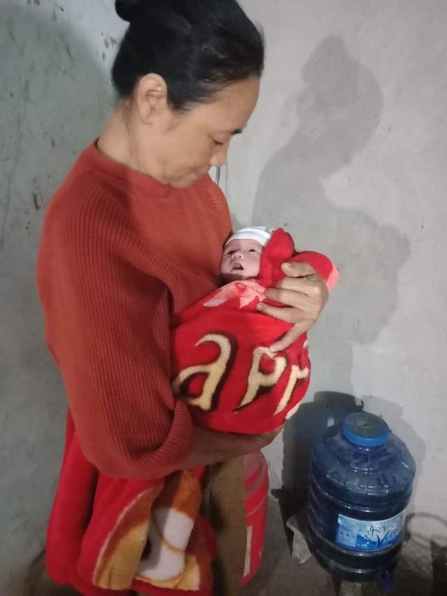 Nỗi đau của người mẹ nằm liệt sau sinh nhìn con thơ phải sống nhờ nguồn sữa của người lạ - Ảnh 4.