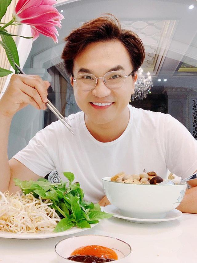 MC làm từ thiện nhiều nhất Việt Nam lên tiếng về tranh cãi ăn chay không được ăn hành tỏi - Ảnh 1.