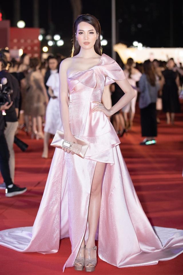 Mỹ nhân nào xuất hiện thảm đỏ Bán kết Hoa hậu Việt Nam 2020? - Ảnh 7.