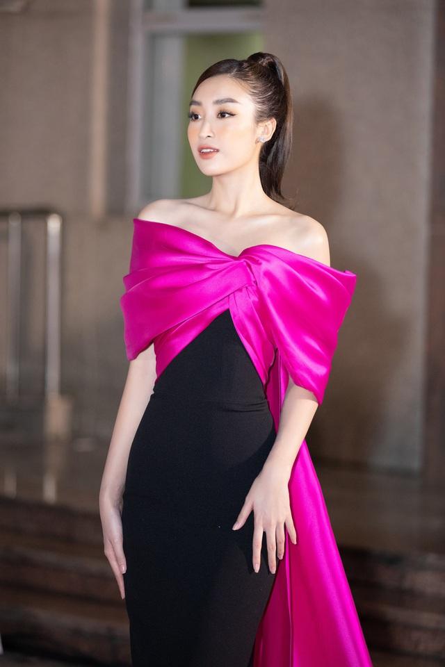 Mỹ nhân nào xuất hiện thảm đỏ Bán kết Hoa hậu Việt Nam 2020? - Ảnh 3.