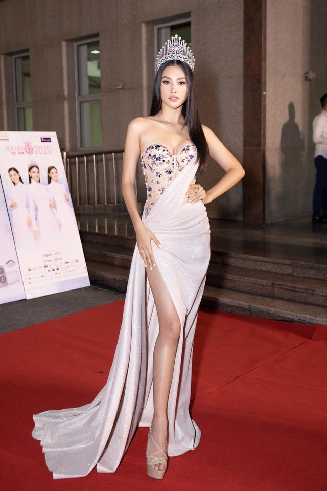 Mỹ nhân nào xuất hiện thảm đỏ Bán kết Hoa hậu Việt Nam 2020? - Ảnh 1.