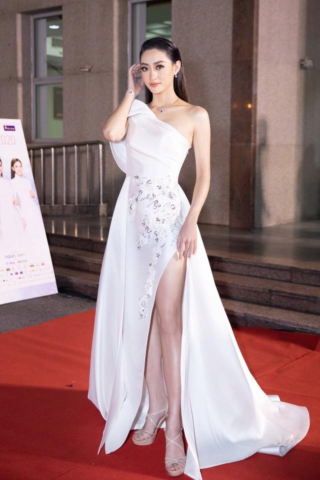 Mỹ nhân nào xuất hiện thảm đỏ Bán kết Hoa hậu Việt Nam 2020? - Ảnh 2.