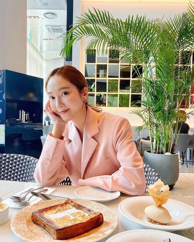 Cùng là đi cafe: Sao Hàn nhẹ nhàng giản dị, sao Việt lại lồng lộn như trẩy hội - Ảnh 13.