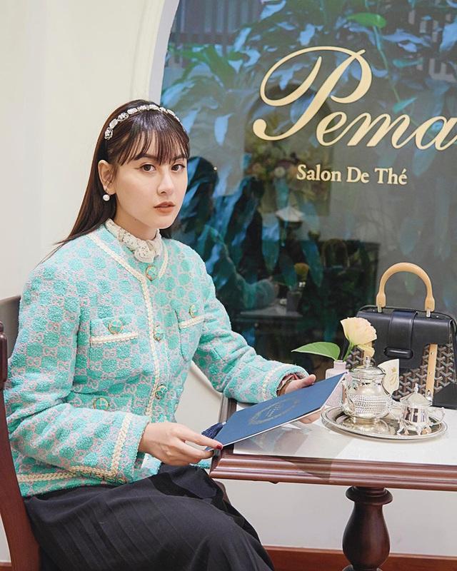 Cùng là đi cafe: Sao Hàn nhẹ nhàng giản dị, sao Việt lại lồng lộn như trẩy hội - Ảnh 3.