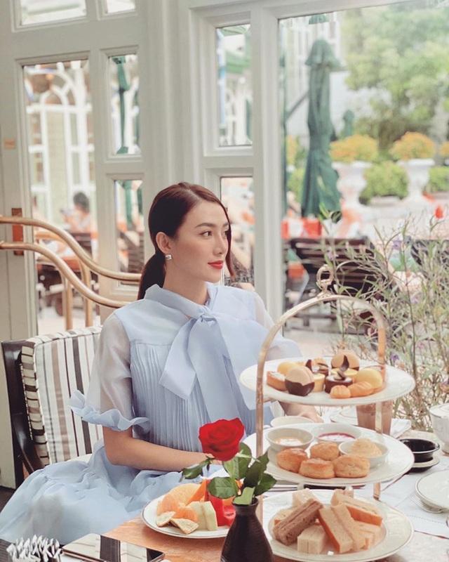 Cùng là đi cafe: Sao Hàn nhẹ nhàng giản dị, sao Việt lại lồng lộn như trẩy hội - Ảnh 6.