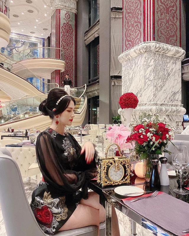 Cùng là đi cafe: Sao Hàn nhẹ nhàng giản dị, sao Việt lại lồng lộn như trẩy hội - Ảnh 8.