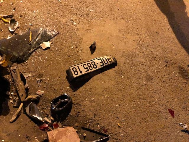 Hiện trường vụ xe ô tô CX5 gây tai nạn liên hoàn ở Hà Nội - Ảnh 3.