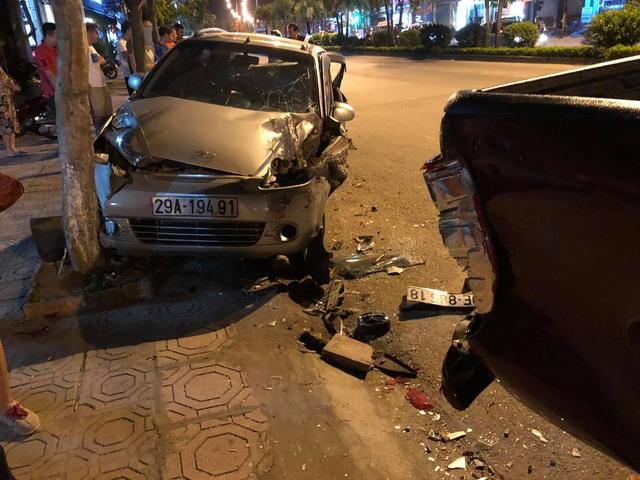 Hiện trường vụ xe ô tô CX5 gây tai nạn liên hoàn ở Hà Nội - Ảnh 5.