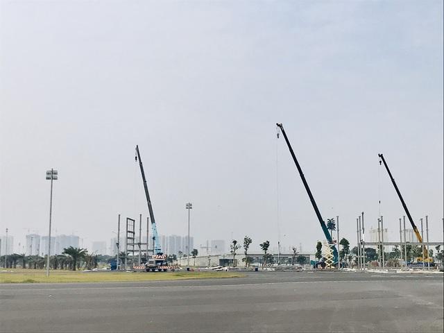 Tháo gỡ các hạng mục cuối cùng của đường đua F1 đầu tiên tại Việt Nam, khách sẽ được bảo lưu vé - Ảnh 4.