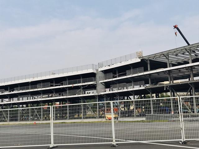 Tháo gỡ các hạng mục cuối cùng của đường đua F1 đầu tiên tại Việt Nam, khách sẽ được bảo lưu vé - Ảnh 5.