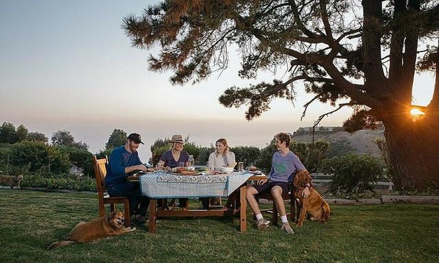 Bữa cơm gia đình của các CEO thời dịch bệnh - Ảnh 3.