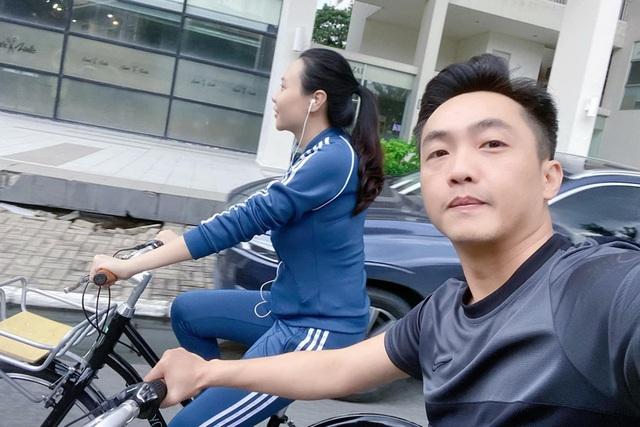 Cuộc sống bỉm sữa của vợ chồng Đàm Thu Trang - Ảnh 12.