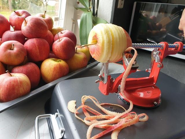Cách làm táo sấy cực dễ giúp chị em ăn vặt cả ngày không lo tăng cân, bảo sao hot xình xịch thế này! - Ảnh 4.