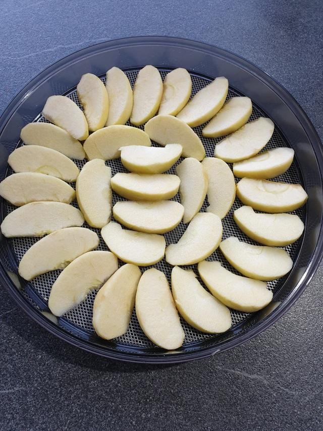 Cách làm táo sấy cực dễ giúp chị em ăn vặt cả ngày không lo tăng cân, bảo sao hot xình xịch thế này! - Ảnh 6.