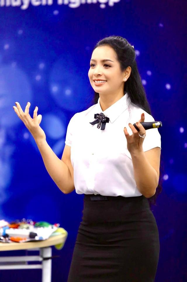 """Nhân ngày 20/10, cựu người mẫu Thuý Hằng: """"20 năm hôn nhân chúng tôi chưa một lần to tiếng - Ảnh 4."""