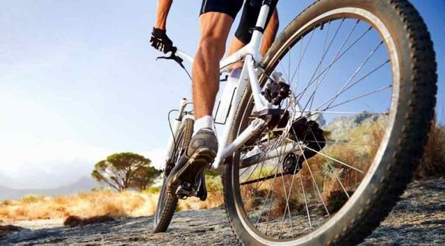 7 mẹo hữu ích để việc đạp xe leo dốc trở nên dễ dàng hơn  - Ảnh 1.