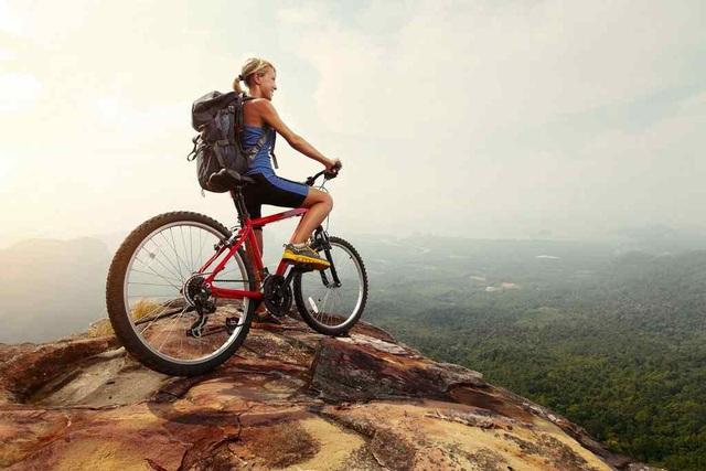 7 mẹo hữu ích để việc đạp xe leo dốc trở nên dễ dàng hơn  - Ảnh 2.