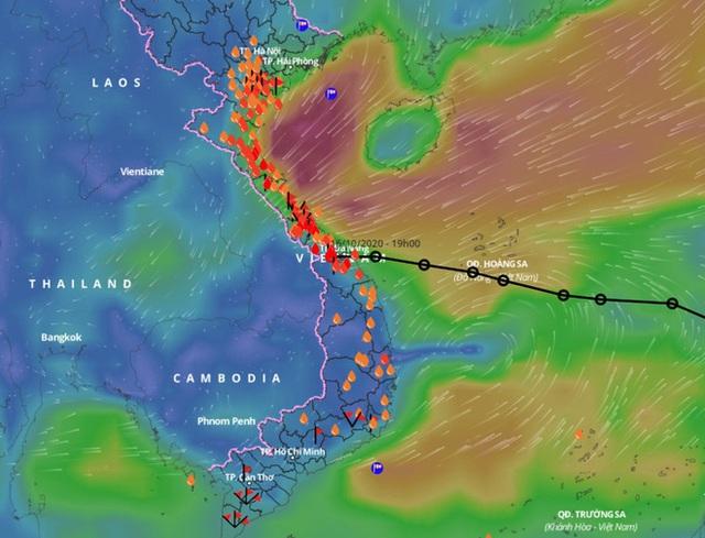 Áp thấp nhiệt đới suy yếu, Trung Bộ mưa lớn - Ảnh 1.