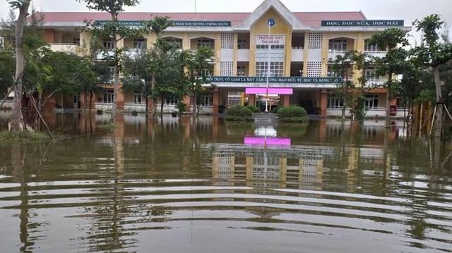 Ảnh hưởng bão số 9, học sinh Đà Nẵng tiếp tục nghỉ học ngày 29/10 - Ảnh 1.