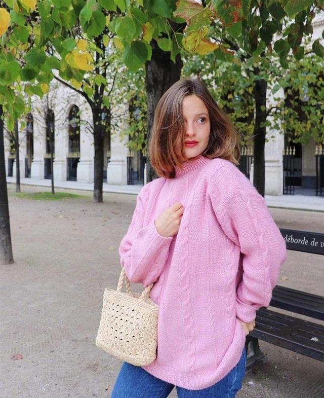 3 kiểu áo len phụ nữ Pháp hay diện nhất mùa lạnh, muốn thăng hạng style thì bạn phải update ngay - Ảnh 7.