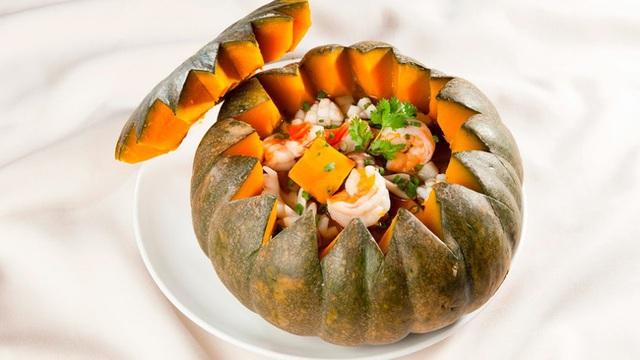 Bữa tối đơn giản và bắt mắt gói gọn trong một quả bí đỏ: Không cần ăn cơm vẫn no bụng, quan trọng nhất là đủ chất mà chị em chẳng lo tăng cân! - Ảnh 5.