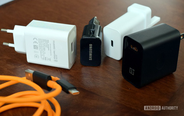 Không kèm củ sạc, người dùng vẫn có 8 cách sạc pin cho iPhone 12 - Ảnh 6.
