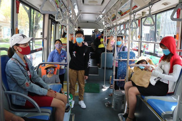 Yêu cầu tất cả hành khách đi trên phương tiện giao thông công cộng phải đeo khẩu trang - Ảnh 2.