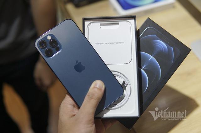Trên tay iPhone 12 Pro tại Việt Nam: Bản màu xanh tuyệt đẹp - Ảnh 1.