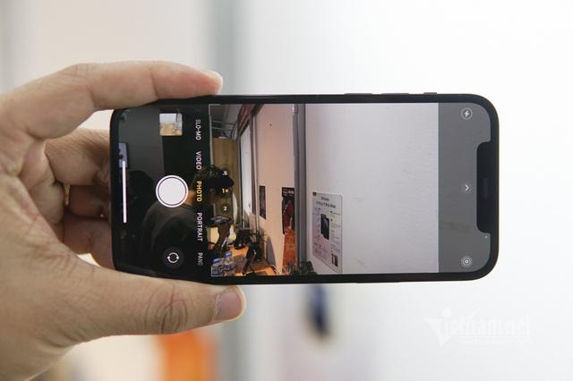 Trên tay iPhone 12 Pro tại Việt Nam: Bản màu xanh tuyệt đẹp - Ảnh 6.