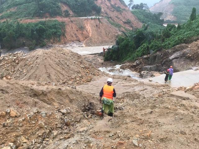 Ứng phó khẩn cấp với bão số 9, Thừa Thiên - Huế yêu cầu hoàn thành sơ tán dân trước 15h chiều nay - Ảnh 2.