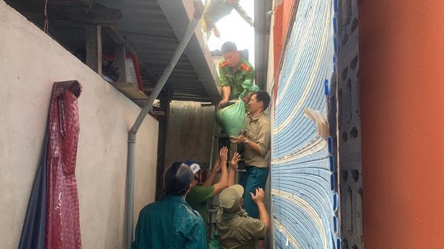 Ứng phó với bão số 9, Thừa Thiên - Huế yêu cầu người dân không ra khỏi nhà từ 21h tối nay - Ảnh 2.
