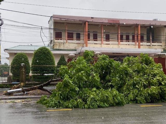 Mưa lớn do bão số 9, Hà Tĩnh ngập trở lại - Ảnh 4.