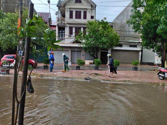Mưa lớn do bão số 9, Hà Tĩnh ngập trở lại - Ảnh 8.