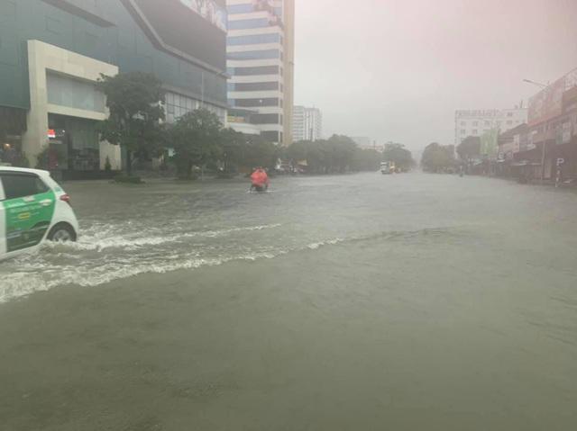 Nghệ An: Mưa lớn cộng với thủy điện xả lũ, dân chạy lụt trong đêm - Ảnh 8.