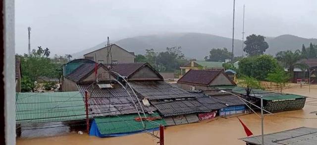 Nghệ An: Mưa lớn cộng với thủy điện xả lũ, dân chạy lụt trong đêm - Ảnh 5.