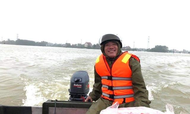 Hà Tĩnh: Nước lên từng giờ, nhiều xã đã bị cô lập, lực lượng chức năng khẩn trương sơ tán người dân - Ảnh 7.