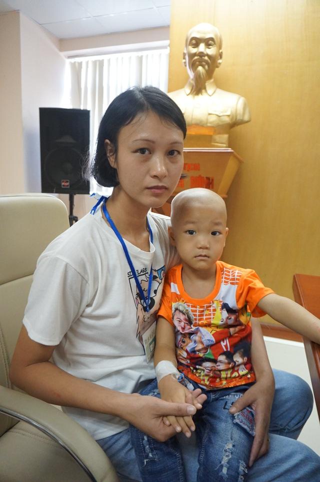 Hơn 37 triệu đồng đến với bé trai 3 tuổi bị u nguyên bào thần kinh - Ảnh 2.