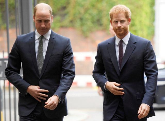 Hoàng tử William từng nhờ cậu ngăn Harry cưới Meghan - Ảnh 2.