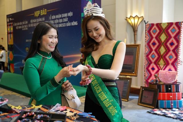 Hoa hậu Ngọc Hân hội ngộ Khánh Ngân trong Lễ hội văn hóa thổ cẩm Việt Nam  - Ảnh 1.