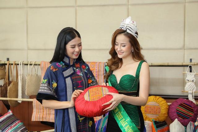 Hoa hậu Ngọc Hân hội ngộ Khánh Ngân trong Lễ hội văn hóa thổ cẩm Việt Nam  - Ảnh 5.